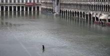 مدينة البندقية الإيطالية تواجه موجة مدّ استثنائية