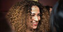 غالية تغني في فلسطين ملفوفة بالعلم التونسي