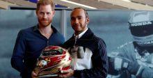 الأمير هاري وهاميلتون يفتتحان متحفا للسيارات