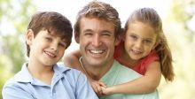 هل يعامل الوالد أبناءه وبناته بشكل مختلف؟