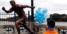 هجوم أرجنتيني عنيف على تمثال ميسي