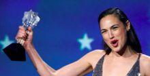 ماذا يقول نجوم ونجمات هوليوود عن الجوائز عبر زوم؟