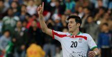 اللاعب الايراني آزمون ينسحب من منتخبه لإهانات