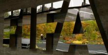 عقود نجوم كرة القدم في خطر