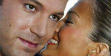 قبلات رومنسية بين لوبيز وبن أفليك