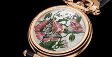 ساعة ثانية مستوحاة من الفراشة تعرض الفنون الزخرفية