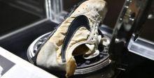 زوج حذاء لنايكي يحقق رقما قياسيا في مزاد